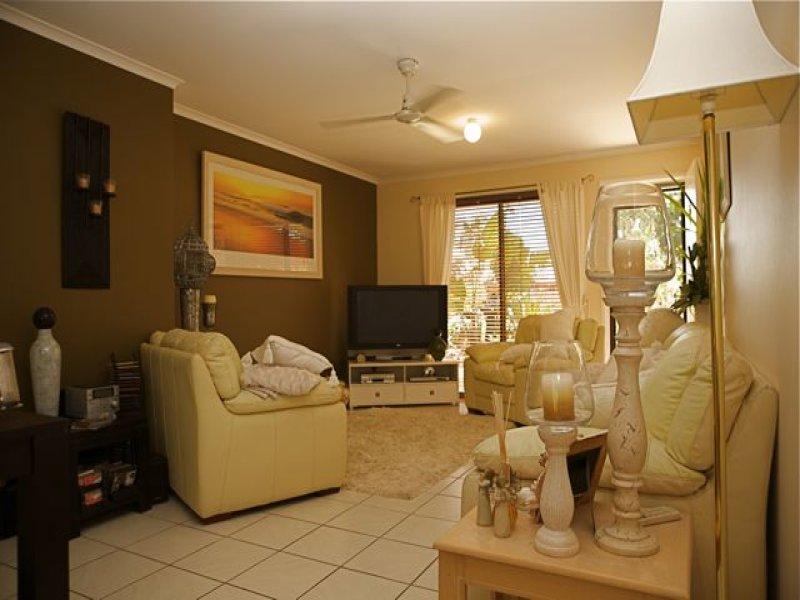 1/54 Kangaroo Avenue, Coombabah, Qld 4216