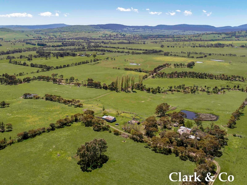 89 Three Chain Road, Boorolite, Vic 3723