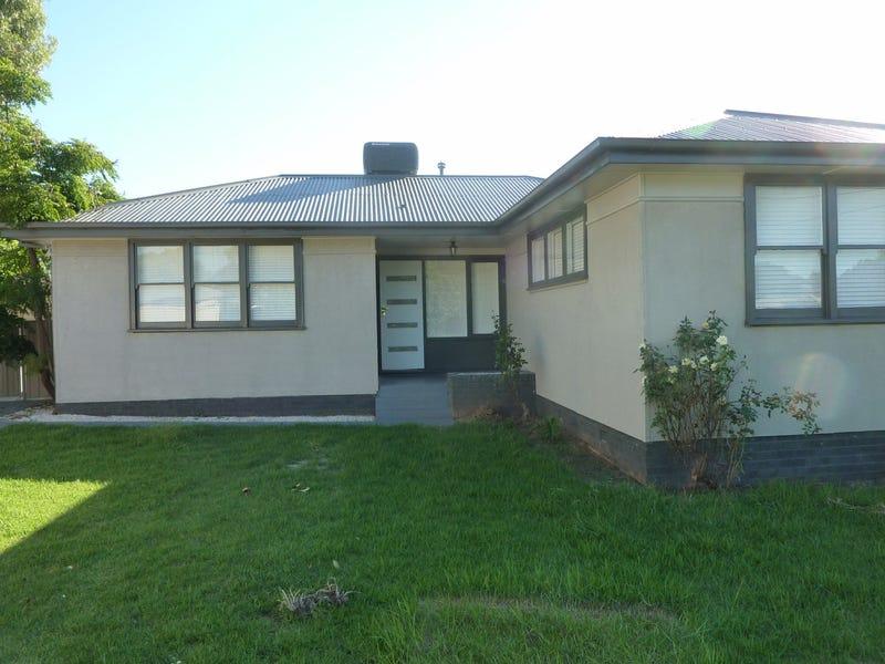 10 Townsend Place, Mount Austin, NSW 2650