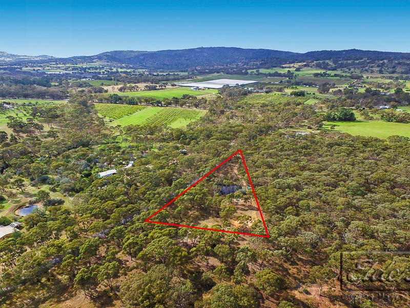 166 Blackjack Road, Harcourt, Vic 3453