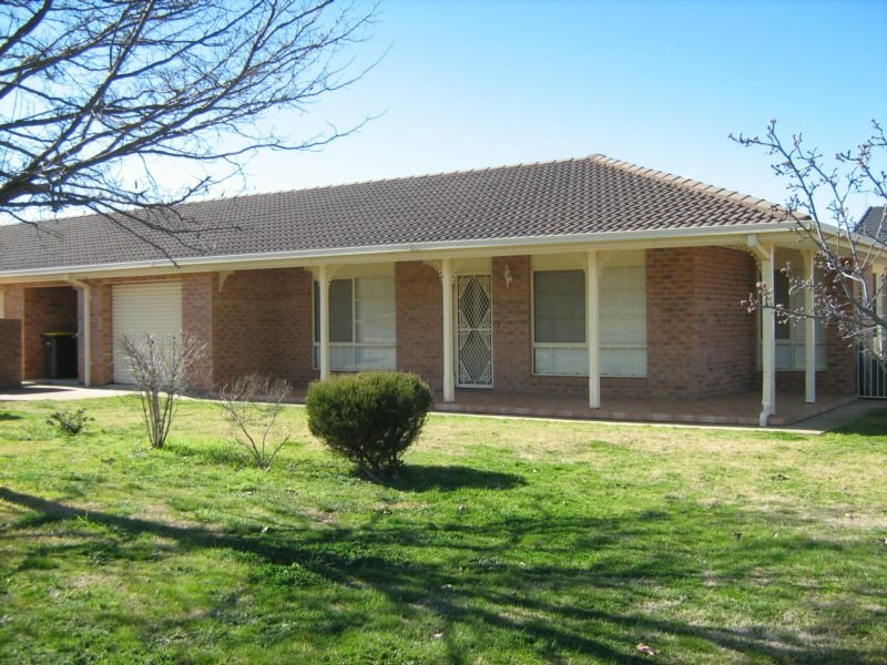 2/18 White Street, Young, NSW 2594
