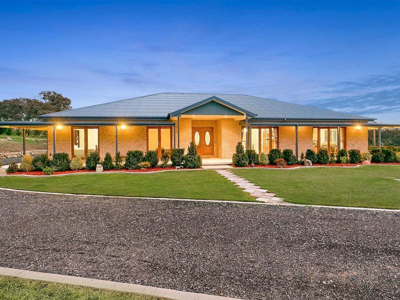 11 Eucalypt Place, Royalla, NSW 2620