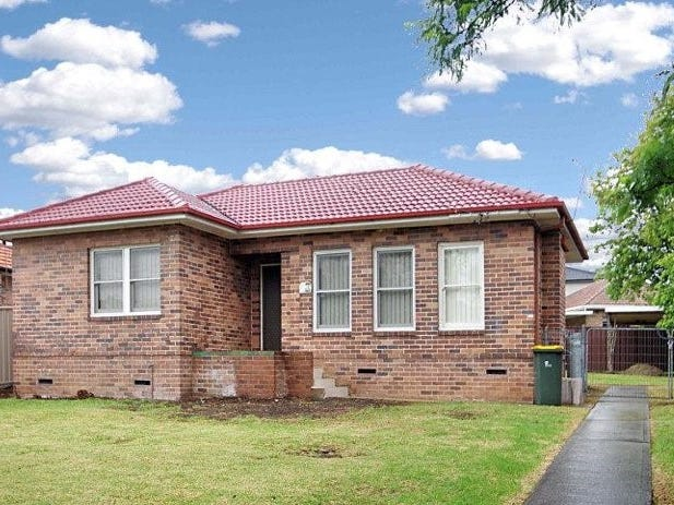 11 Arnold Street, Peakhurst, NSW 2210