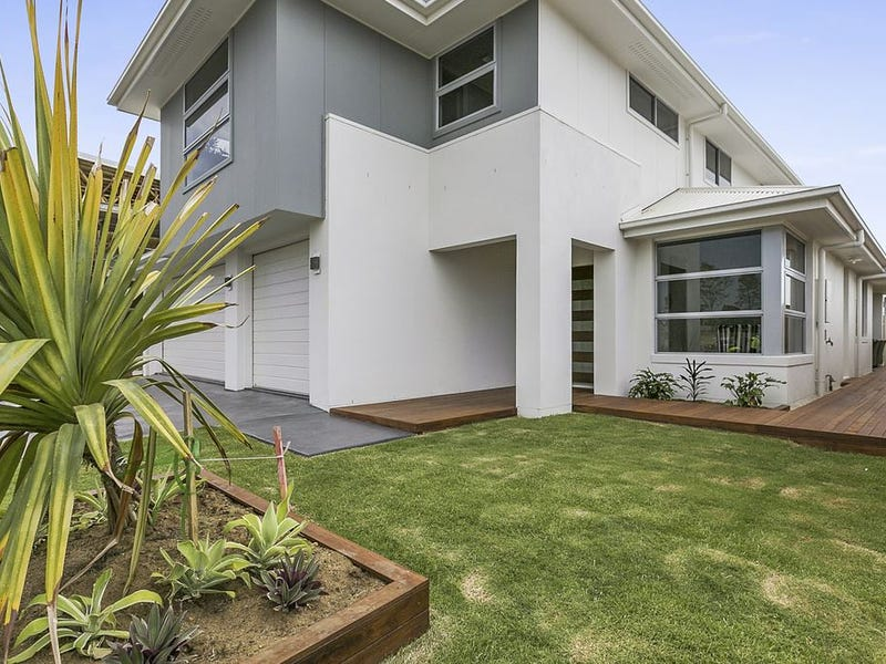 2 Commodore Place  (off Hargreaves Road), Manly West, Qld 4179