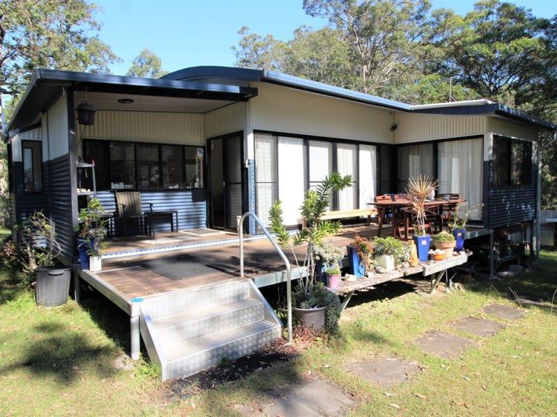 4 Bushland Close, Woodford Island, NSW 2463