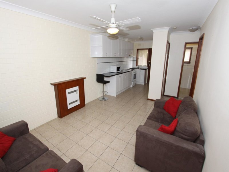 2/6 Joyes Place, Tolland, NSW 2650