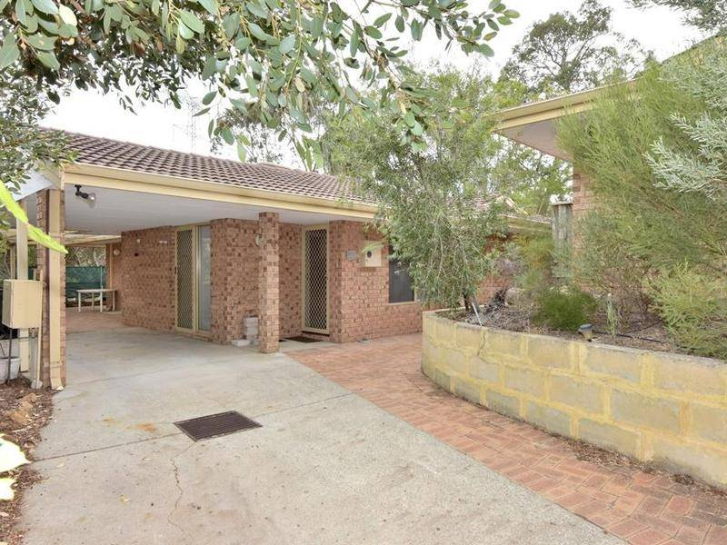 4/8 Turf Court, Greenmount, WA 6056