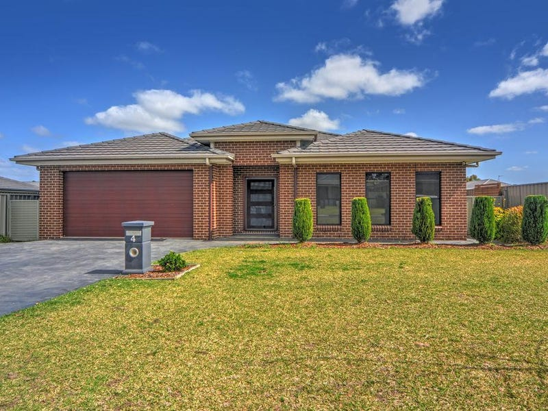 4 Hanover Close, South Nowra, NSW 2541