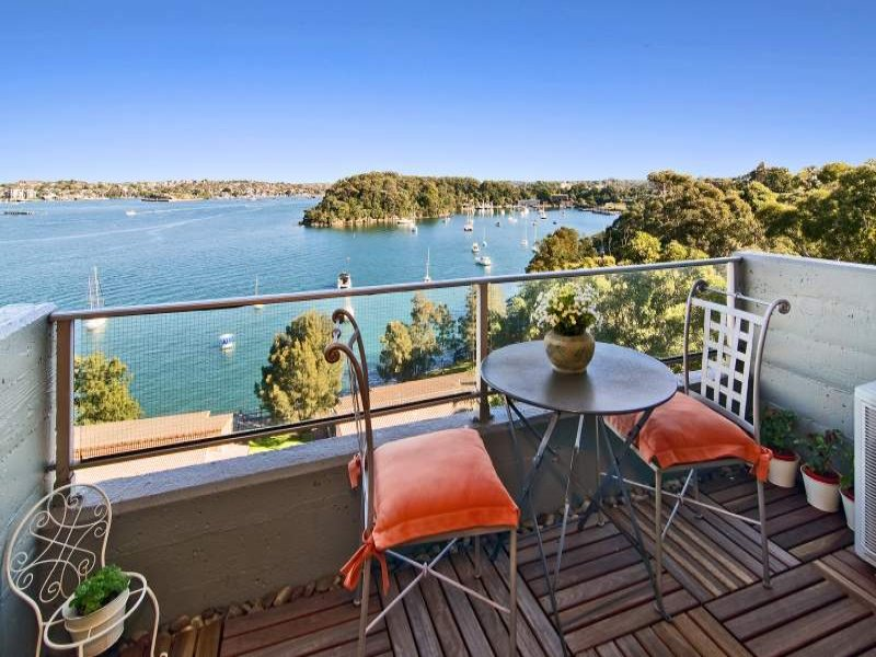 51/90 Blue Point Road, McMahons Point