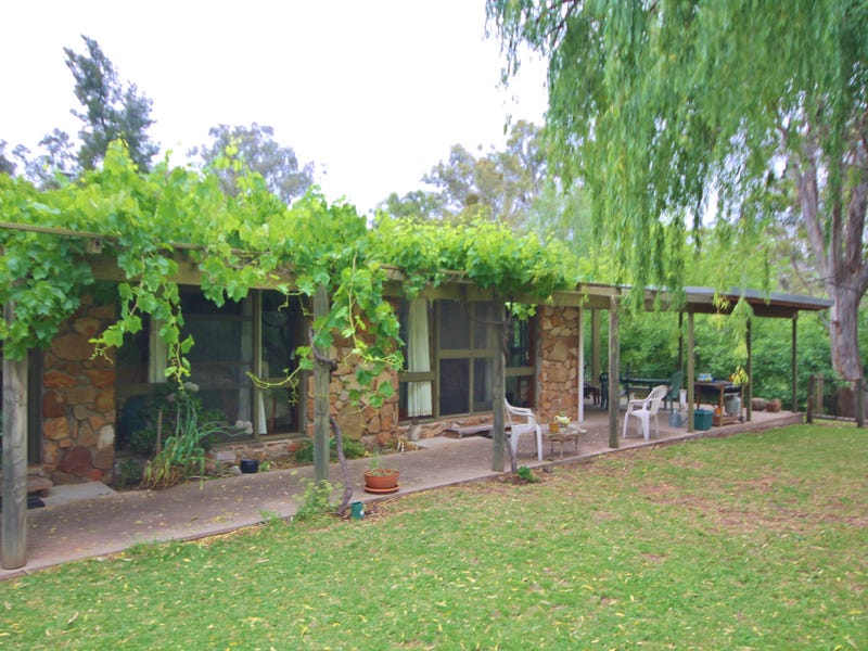 37 Hintons Road, Young, NSW 2594