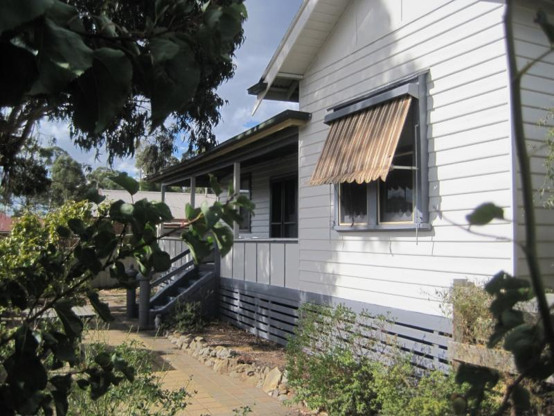 5 Cross Street, Kangaroo Flat, Vic 3555