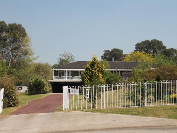 112 Duncan Street, Tenterfield, NSW 2372