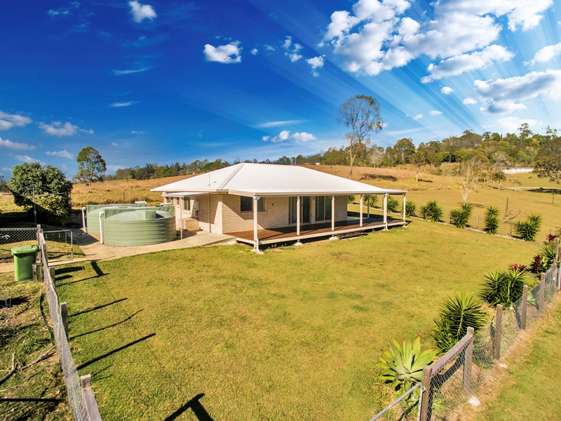 67 Robert Road, Chatsworth, Qld 4570