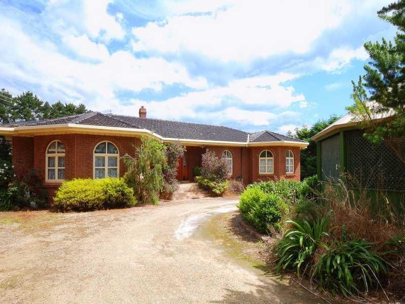 20 Blue Ridge Road, Dewhurst, Vic 3808
