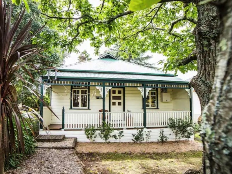 62 Govetts Leap Road, Blackheath, NSW 2785