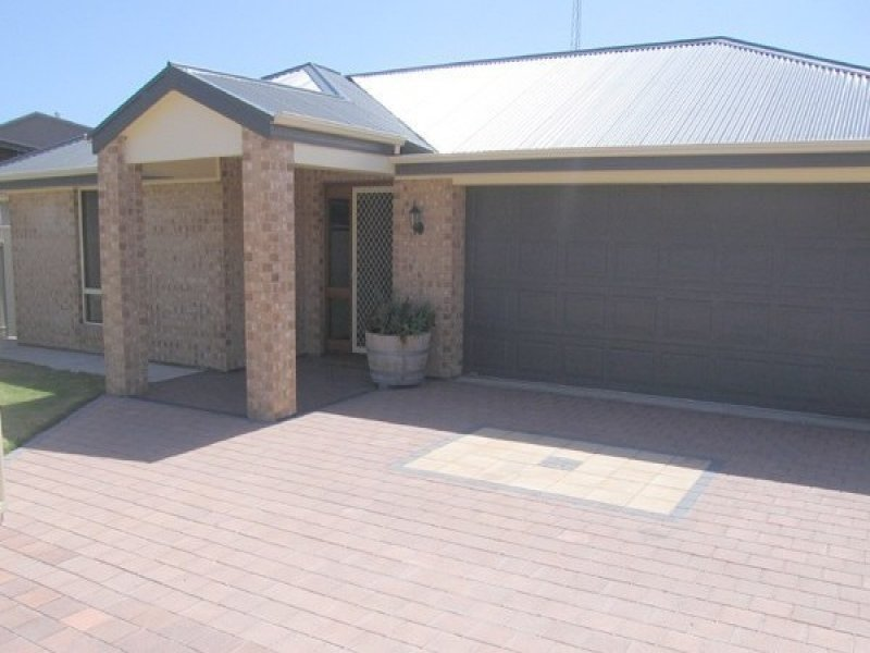 8 Bayview Crescent, Corny Point, SA 5575