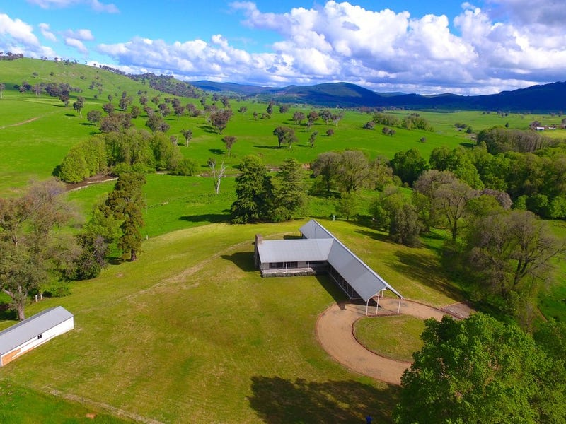 Ellerslie Homestead 29 Westwood Road, Adelong, NSW 2729