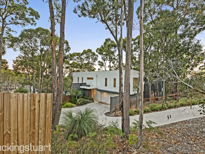 3 Logan Court, Mount Helen, Vic 3350