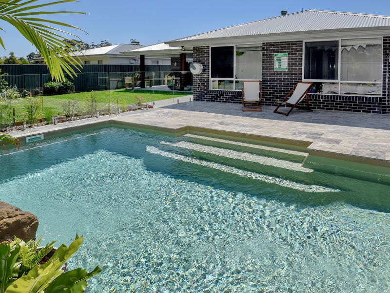 7 Humpback Crescent, Safety Beach, NSW 2456