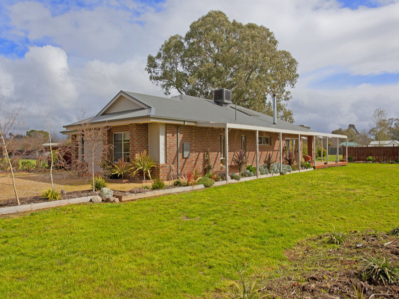 12 Meadow Creek Road, Oxley, Vic 3678