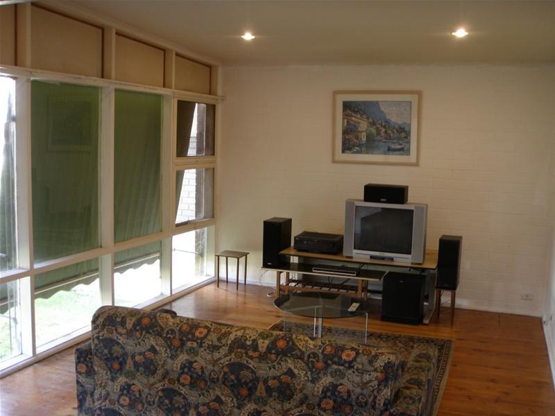 17 Oswald Crescent, Para Hills, SA 5096