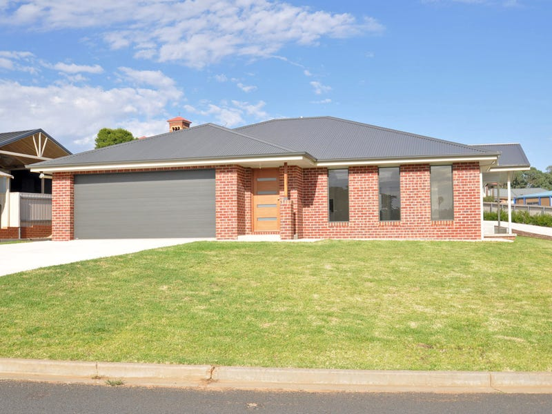 1/4 John Potts Drive, Junee, NSW 2663