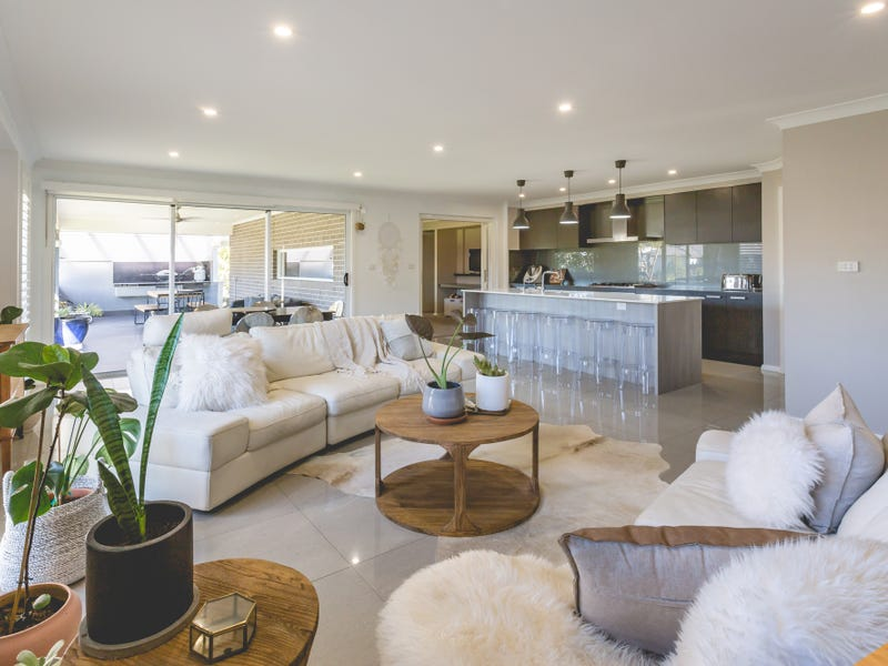 15 Bellona Chase, Cameron Park, NSW 2285