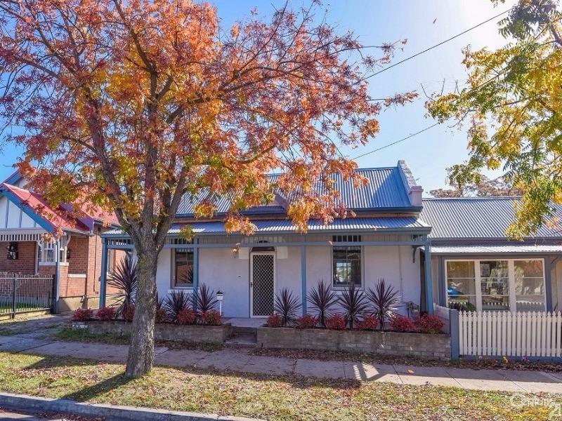 121 Stewart Street, Bathurst, NSW 2795