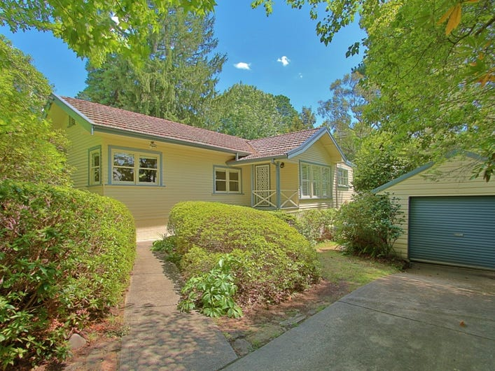 68 Blaxland Road, Wentworth Falls, NSW 2782