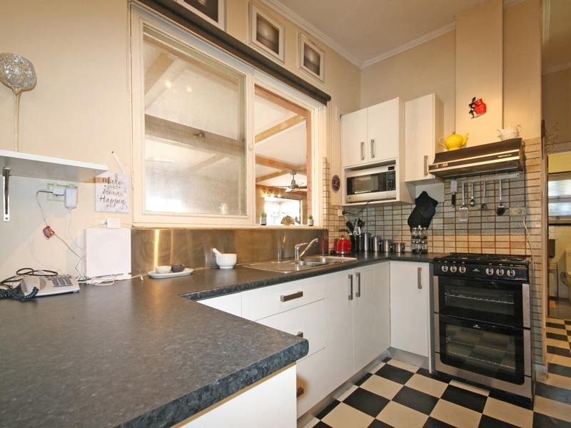 8 Sedunary Rd, Morphett Vale, SA 5162