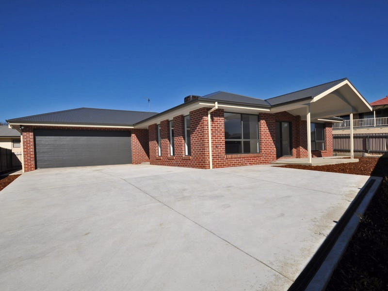2/4 John Potts Drive, Junee, NSW 2663