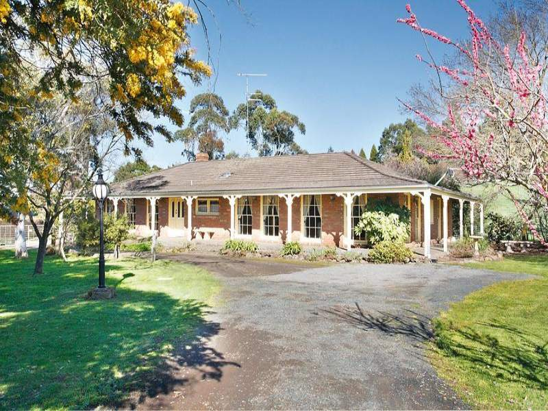 31 Cummins Road, Mount Rowan, Vic 3352