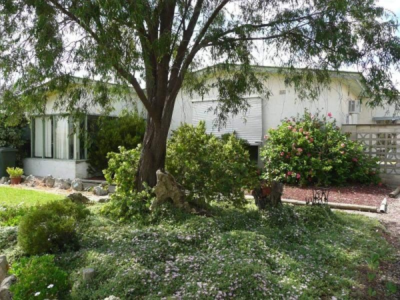 6 Fourth Avenue, Naracoorte, SA 5271