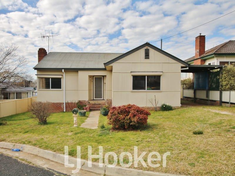 4 Moodie Place, West Bathurst, NSW 2795