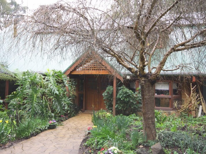3 Halcyon Grove, Cockatoo, Vic 3781