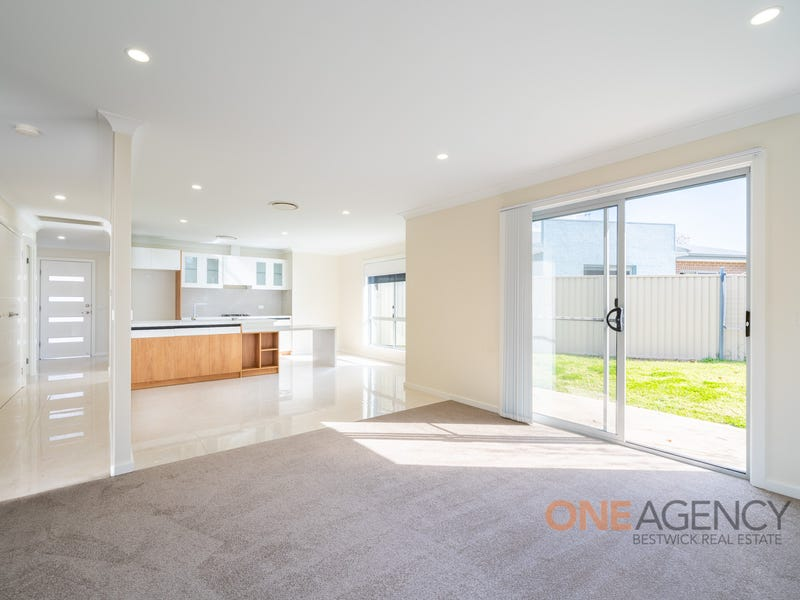 3/42 Wentworth Drive, Kelso, NSW 2795