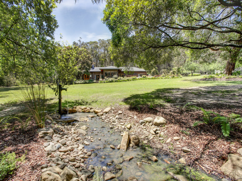 23 Aura Vale Road, Menzies Creek, Vic 3159