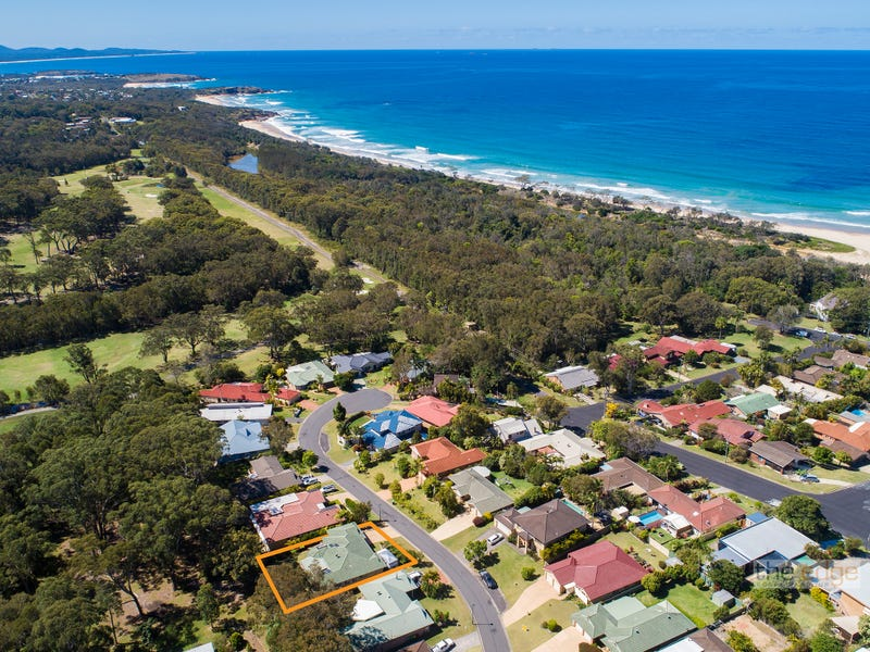 7 Ocean Links Close, Safety Beach, NSW 2456