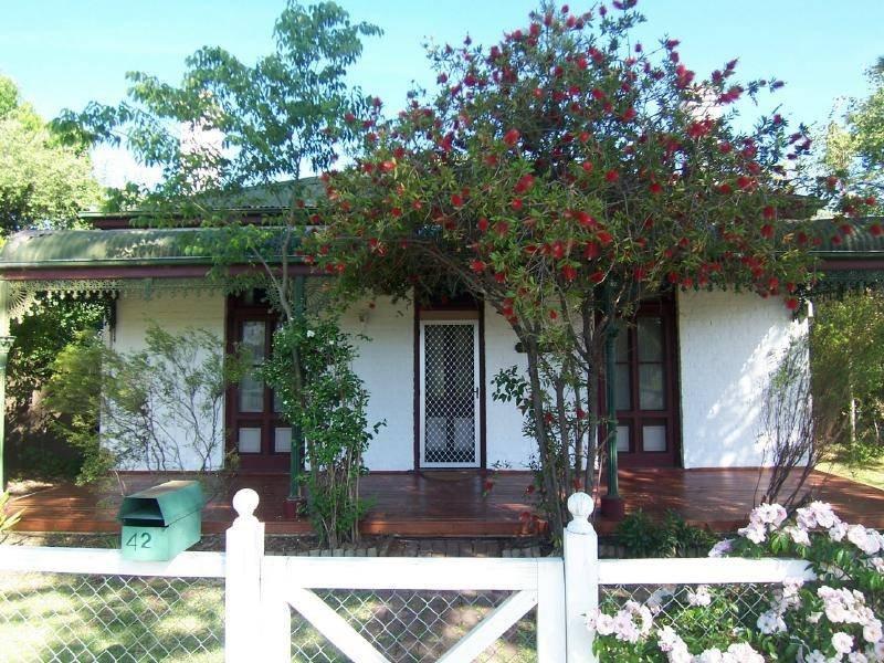 42 Crown Street, Cootamundra, NSW 2590