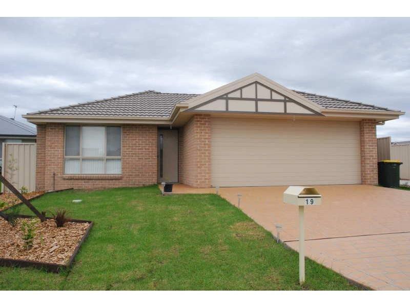 Duplex 1/19 Blue Bell Way, Worrigee, NSW 2540