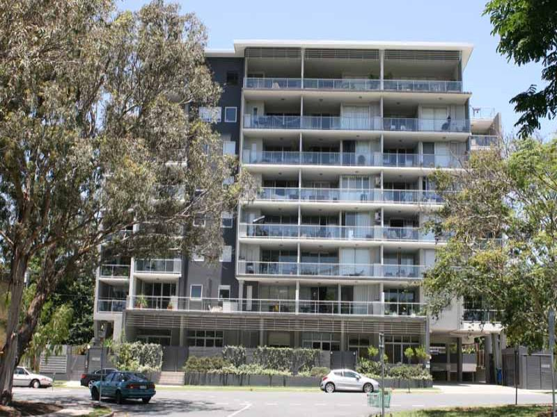 12 Belgrave Rd, Indooroopilly, Qld 4068