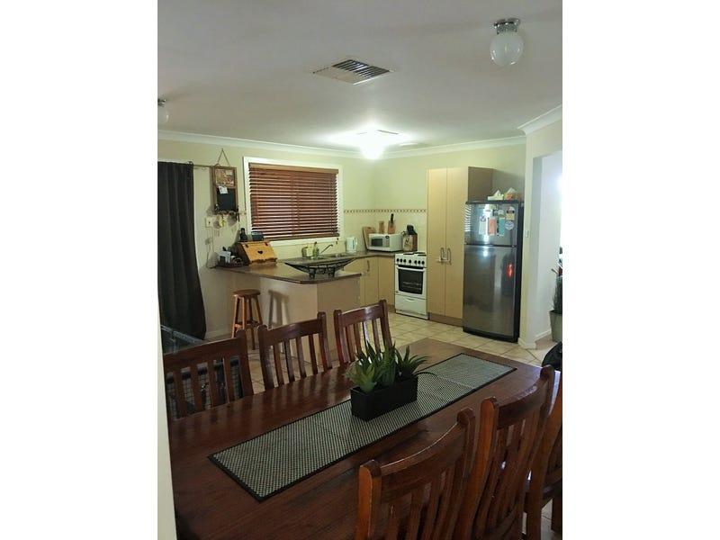 4 Avoca Place, Parkes, NSW 2870