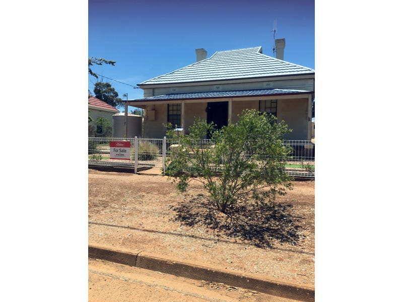 8 GROVE STREET, Peterborough, SA 5422