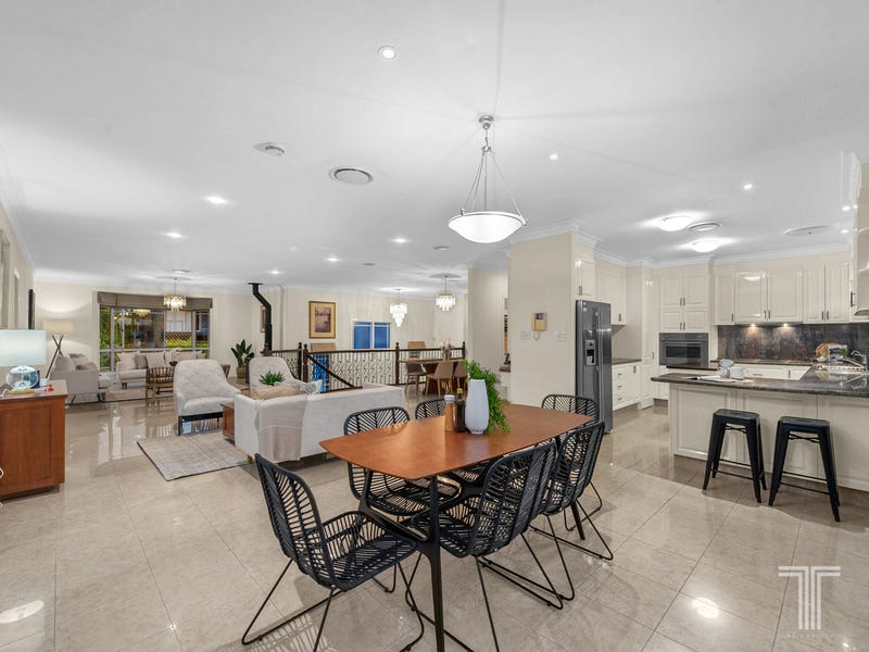 17 Connah Crescent, Carindale, Qld 4152