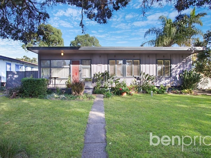 4 & 4a Tangaloa Crescent, Lethbridge Park, NSW 2770