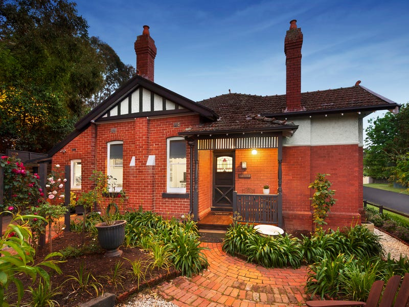 2 Bow Crescent, Camberwell, Vic 3124