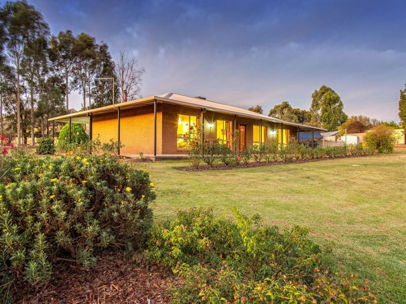 419 Kiewa East Road, Tangambalanga, Vic 3691