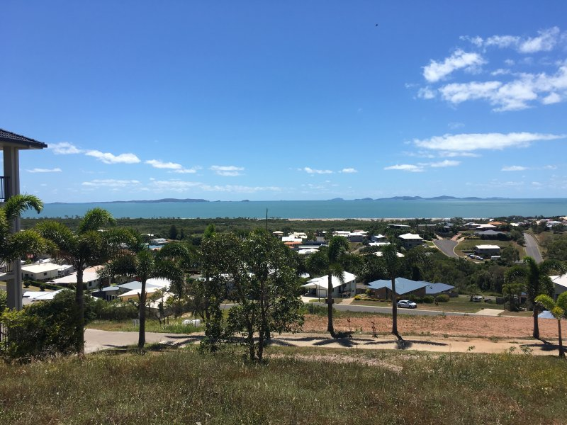 24 Pacific Vista Close, Pacific Heights, Qld 4703