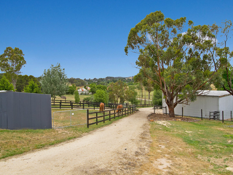 18 Castle Hill Road, Taradale, Vic 3447