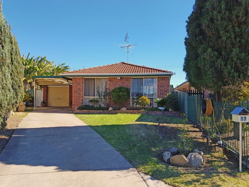 17 Robson Cres, St Helens Park, NSW 2560